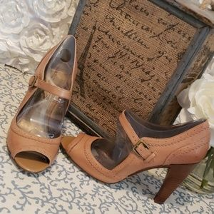 NWOB MARC FISHER TAMERA TAN LEATHER MARYJANE HEELS